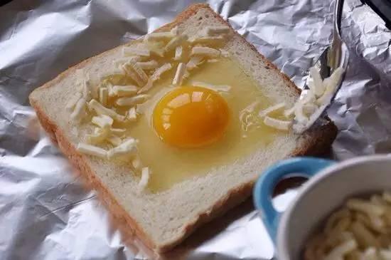 神一样的面包吃法,好吃到没朋友了 周末的清晨不妨试一试