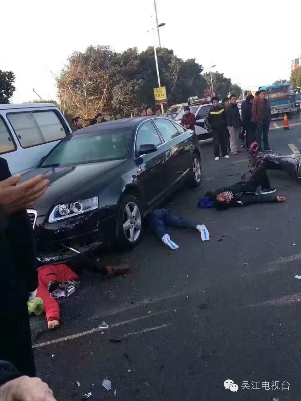 昨天早上,小编朋友圈被一起交通事故刷屏了 从事故现场的照片来看