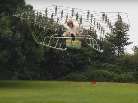 一位外国牛人手工diy了一台具有54个螺旋轴的可载人飞行器-the swarm.图片