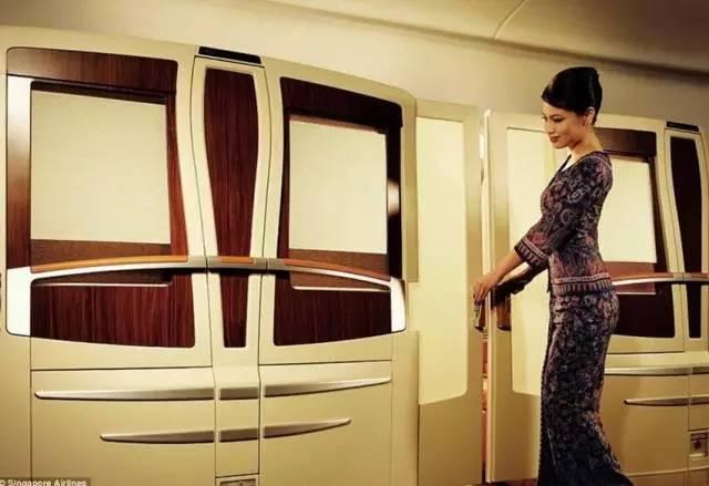 仿从未被超越的新加坡航空空姐,