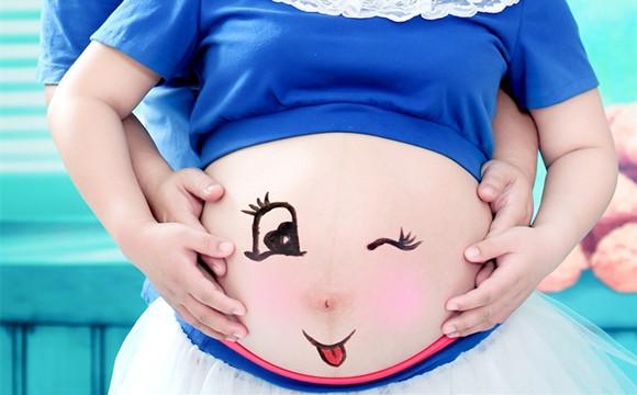 胎儿在妈咪肚子里时就会哭笑闹脾气了 超神奇