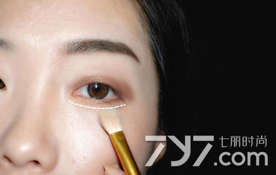 宝鸡化妆学校 单眼皮怎么画眼影好看图解