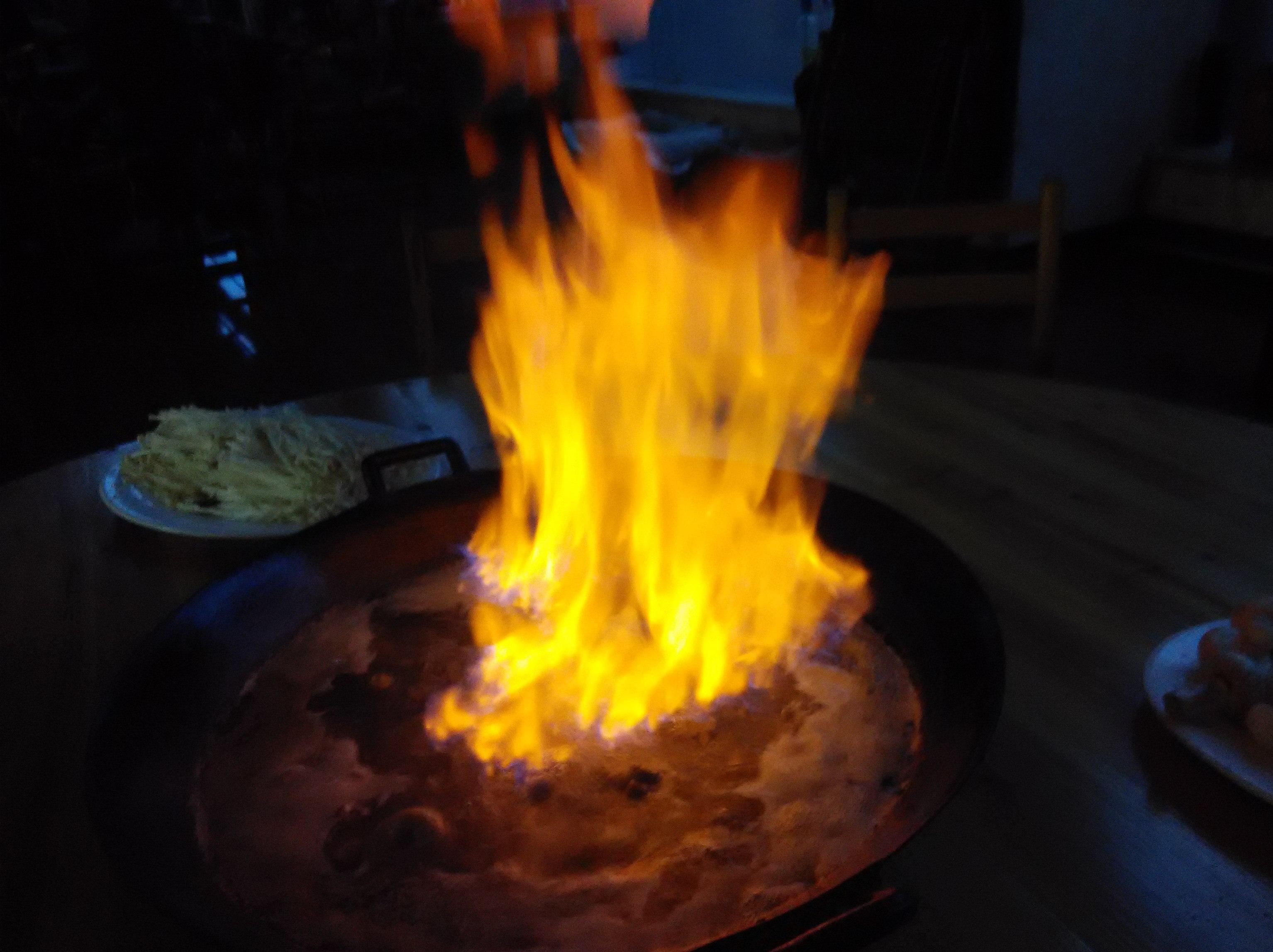 """一锅汤都起火了,你见过这样的火烧鸡吗?"""""""