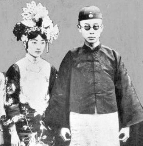 """老照片直击中国末代皇帝溥仪的""""大婚""""现场"""