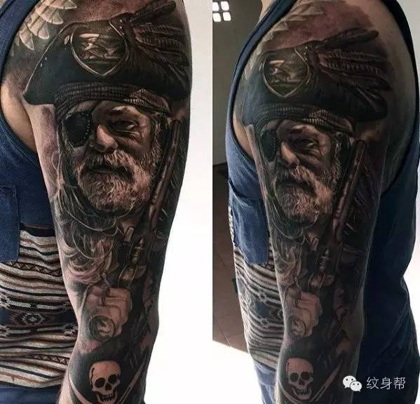 手臂大面积霸气黑色纹身图案