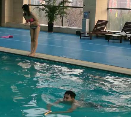 《洪荒少年》mv在标准泳池拍摄还原傅园慧里约奥运会时场景