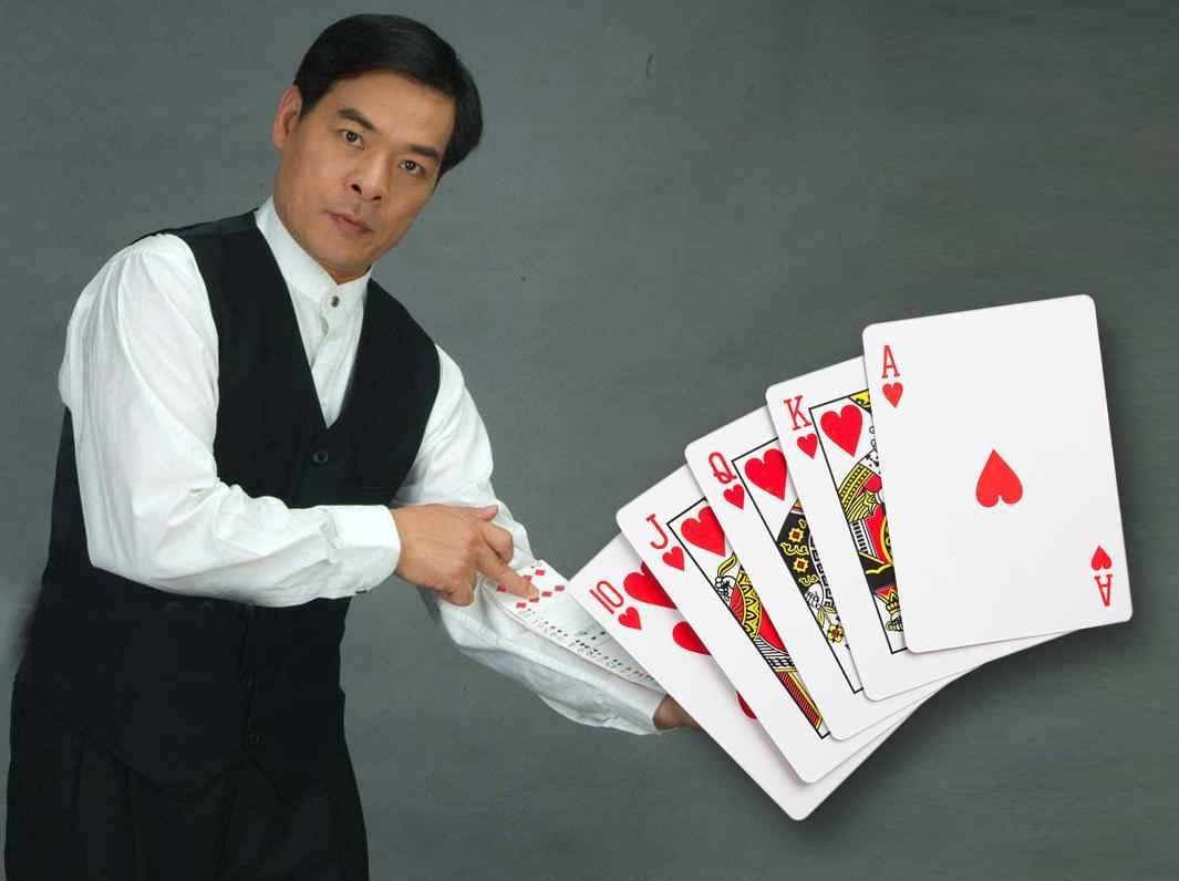 中国牌王郑太顺教你如何玩纸牌