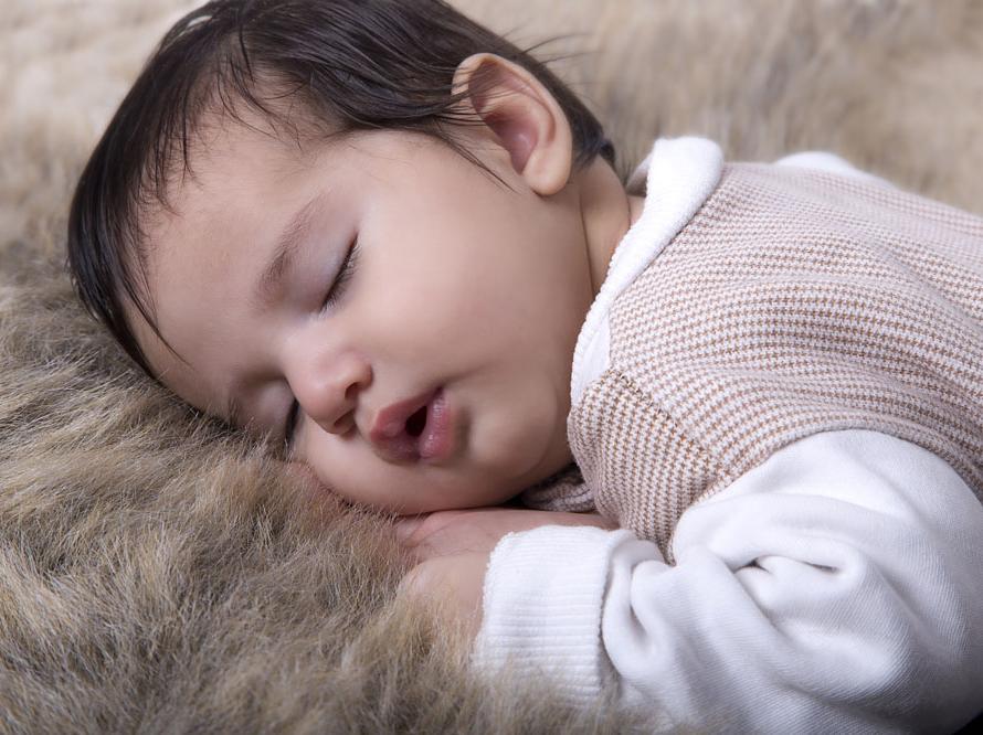 """育儿知识: 新生儿睡眠不足的危害"""""""