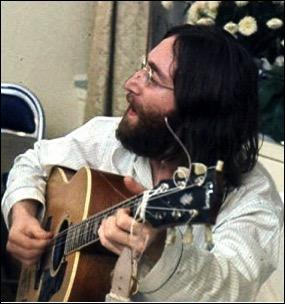 1980年12月8日,披头士传奇巨星约翰列侬被枪杀