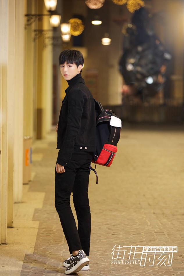 王俊凯:黑装化身暗夜少年图片