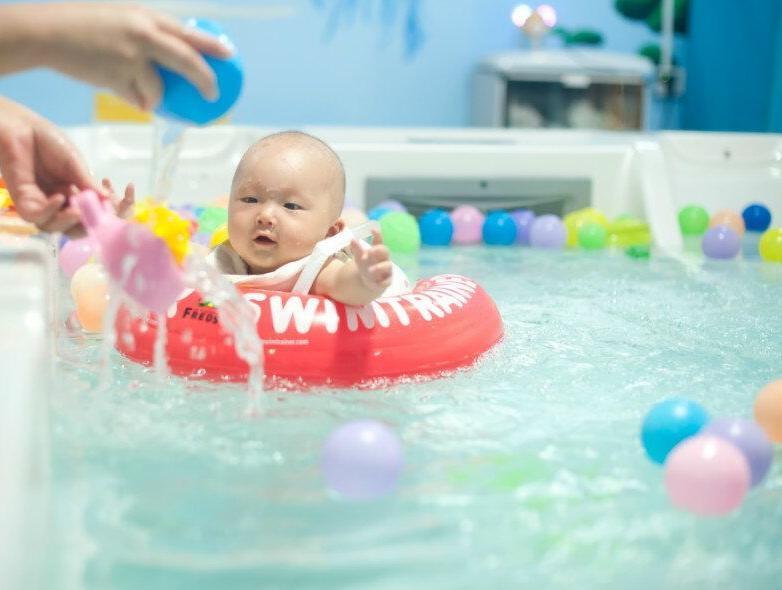 """婴儿游泳注意事项"""""""