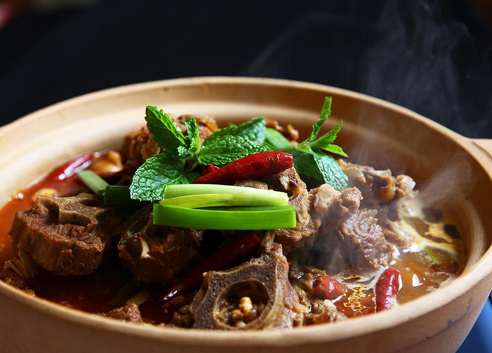 吃豆腐锅里的羊萝卜,一锅肥美汤汁切不可浪费,做法,青菜,完了,蝎子海带排骨汤的萝卜粉丝图片