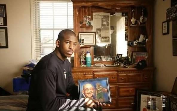 他一個急停能把對手晃飛四米遠!為祖父狂砍61分,最佳控衛永遠有他一席-Haters-黑特籃球NBA新聞影片圖片分享社區