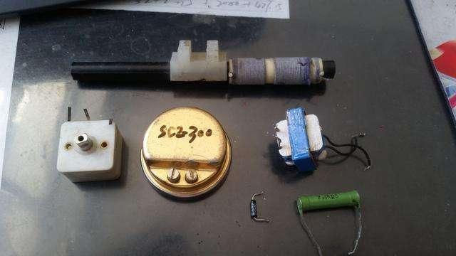 有磁棒 线圈 用来并联 压电陶瓷片的电阻 sc2--300耳机 可变电容'