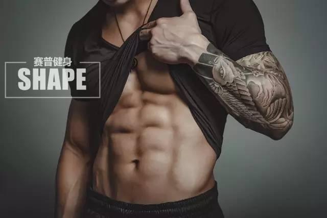 私人健身教练可以有纹身吗?看看他的霸气