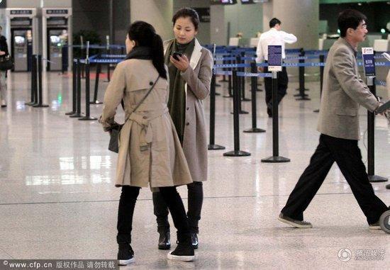刘涛素颜现身机场无人认出