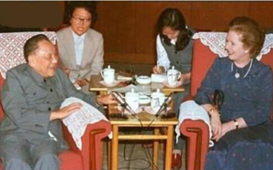 伟大领袖邓小平是怎样让香港回归的 热门视频 图3