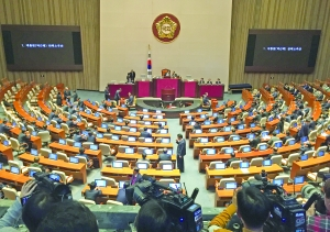 桃谷绘里香套�? 桃谷绘里香福利吧韩国国会通过总统弹劾动议案(图)