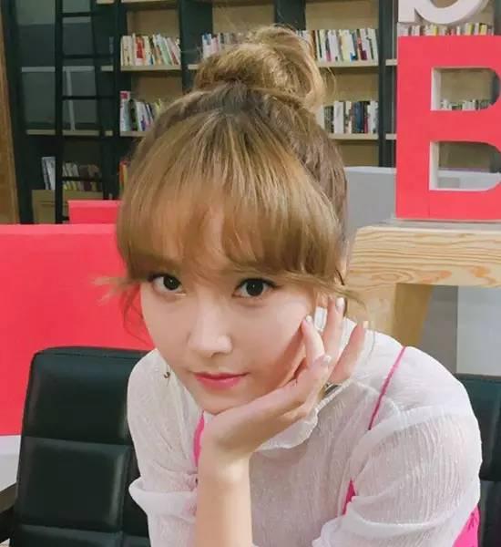 郑秀妍又美出新高度,甜美妆发太加分图片