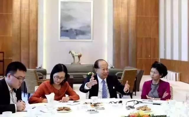 """李嘉诚家庭饭局曝光,一顿饭真的可以看出一个家庭的"""""""