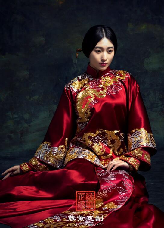 龙凤纹样刺绣,也在藤薰定制的中式嫁衣喜服中多有体现,以不同形象,不图片