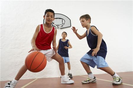 不想孩子低人一等 看看这些有助于长高的运动