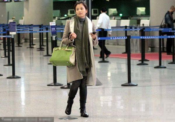 38岁刘涛素颜现身机场