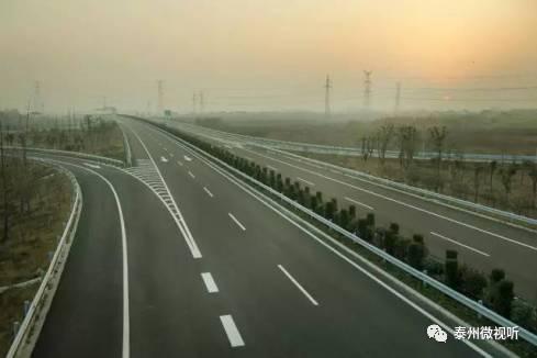 泰州大桥通车时间_市民在城中,城北上泰镇高速泰州至高港段,进入泰州大桥时间明显缩短.