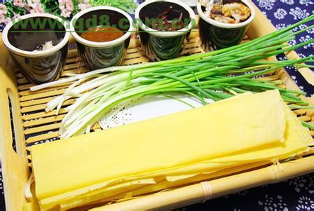 美食故事:山东名吃煎饼卷大葱的由来