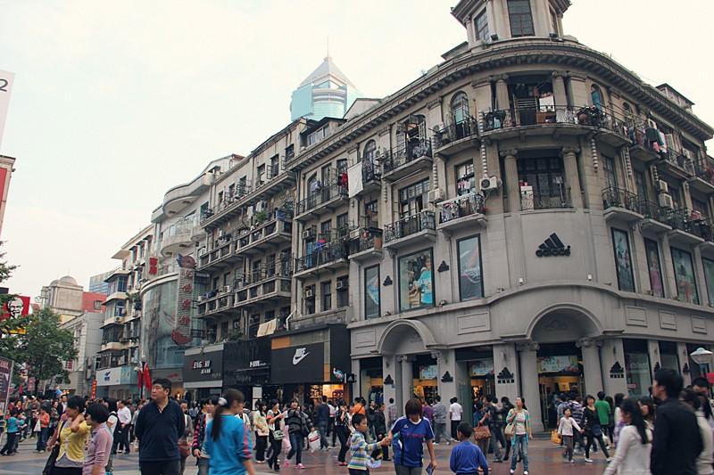 街两旁都矗立着很多欧式建筑.到了武汉,不可不去江汉路.图片