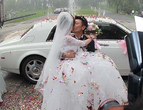 她从超级女声出道曾举办超豪婚礼 现却声名扫地