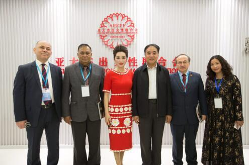 世界外交官走进亚太杰出女性联合会