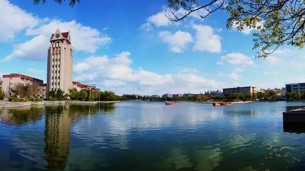 教育 正文  中国海洋大学座落于景色秀丽,气候宜人的山东省青岛市图片