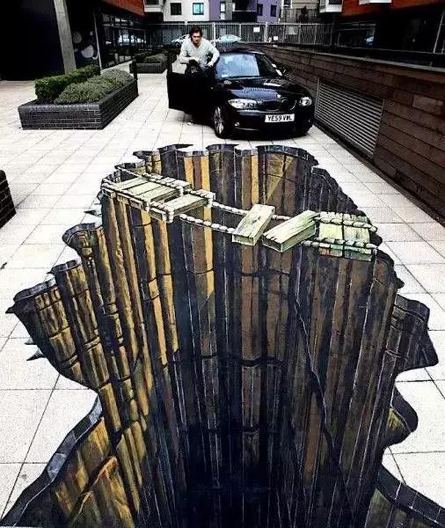 这样的街头画,让你感到腿软了吗