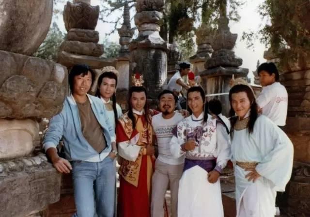 是香港亚洲电视1985年出品的一部 85版《八仙过海》片头曲,现在很