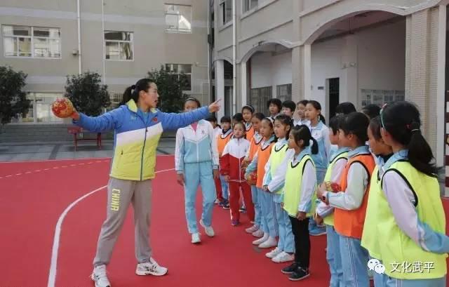 国家体育总局运管中心领导来武平县v足球足球手校园装帅哥图片