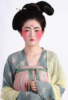 活现了唐朝的以胖为美和流行时装——酒晕妆.