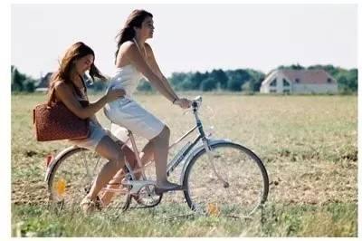 好闺蜜,一辈子吵不散,骂不走,等我们老了也要一起去旅行