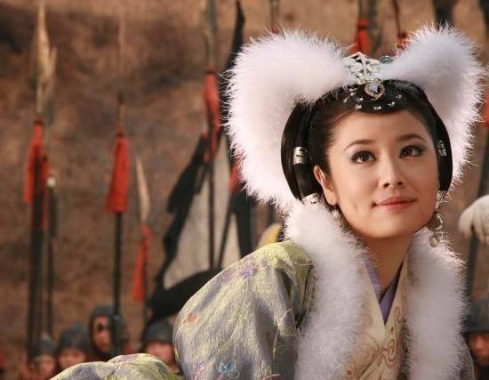 胸器傲人的狐狸精――霍思燕   在出演妲己这个角色之前霍思燕接演的都是灵巧的领家女孩却在《天师钟馗之漂亮之罪》中