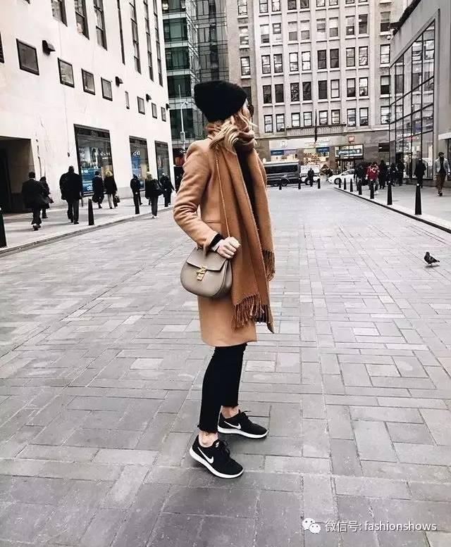 为了舒适又气场爆棚 今年秋冬,让大衣和运动鞋,来一场轰轰烈烈的cp吧!图片
