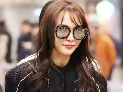 """唐嫣被韩国发型师坑剪了傻刘海,让网友都跌破眼镜"""""""
