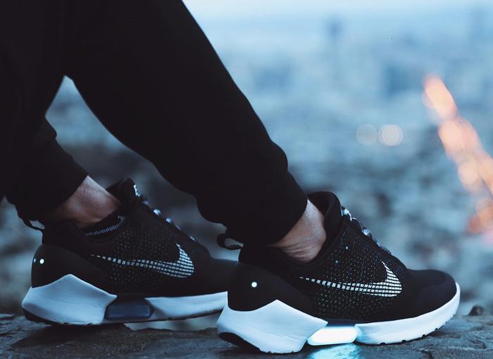 厉害!耐克、UA的新鞋可以自动系鞋带还能测跳动