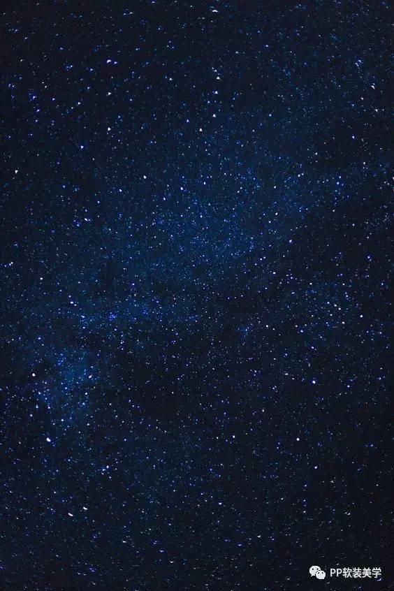 金色欧式花纹配以午夜蓝为底色,如同午夜星空中那皎洁明月,为整体空间图片