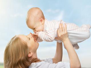 宝妈宝爸正确抱婴儿姿势