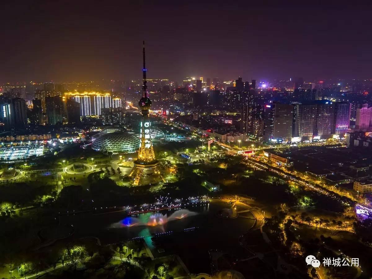 文华公园,佛山电视塔的夜景,流光溢彩,如梦如幻.