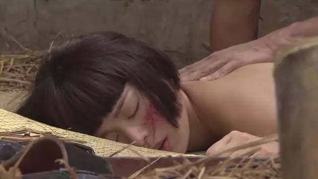 强奸的日本片_胡杏儿第一次先被日本人强奸.