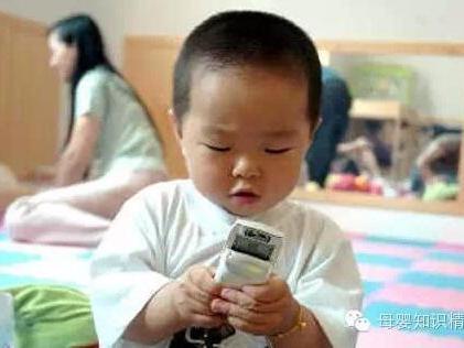 """手机不能随便给孩子玩了,后果严重!"""""""