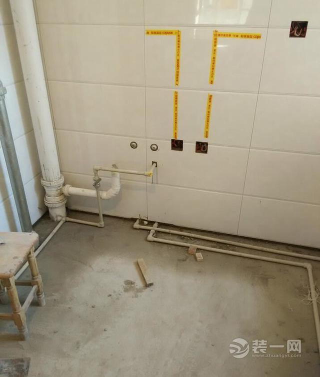 131平房子预算15万装修施工现场图卫生间瓷砖铺贴图片
