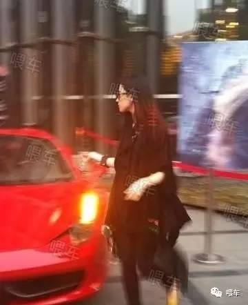 家政--国内开法拉利的女明星,最年轻30岁,车钥匙有一串