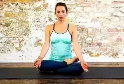 5个瑜伽预备体式,最终你会舒服地坐在全莲花式里图片
